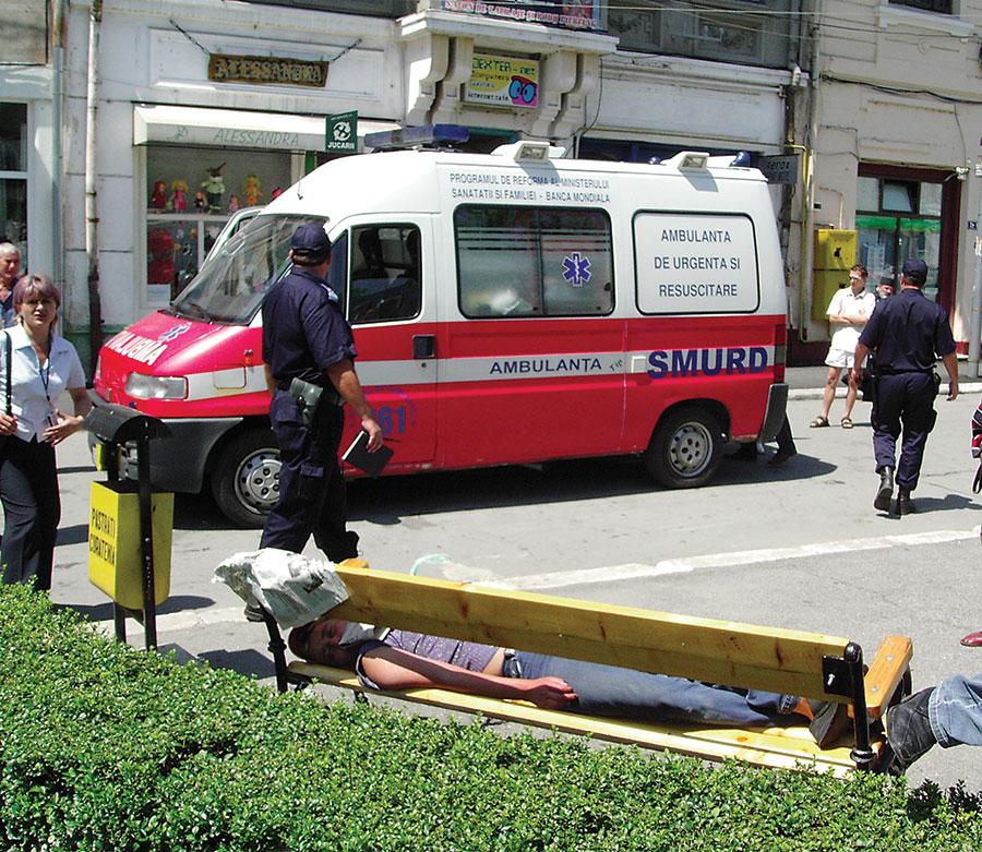 Medicii de la ambulanță, încurajați să plece în străinătate, prin păstrarea posturilor
