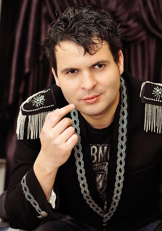 """Bacio, artistul gorjean care a uimit România cu Proiectul """"Elvis"""""""
