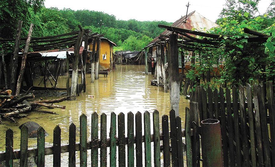 Gospodării din Gorj puse în pericol de depășirea cotei de inundații în bazinul hidrografic al Jiului
