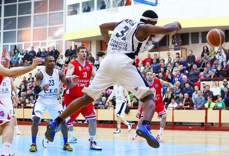 Finalul sezonului 2012-2013 i-a găsit în aer pe baschetbaliştii de la Energia...