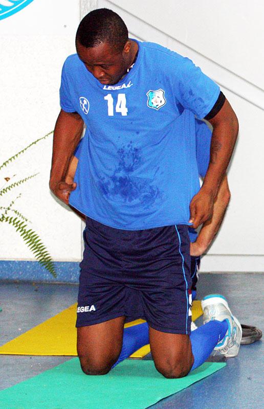 Deşi este fotbalist profesionist, nigerianul John Ibeh pune credinţa mai presus sa de sportul rege.