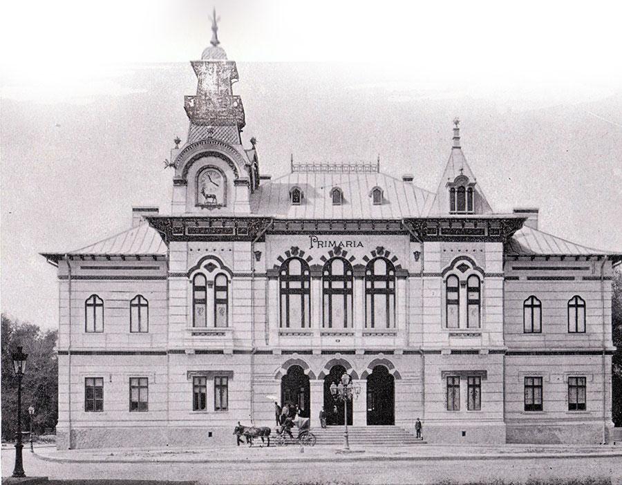 Mai târziu, în această clădire a fost sediul primăriei la Târgu-Jiu