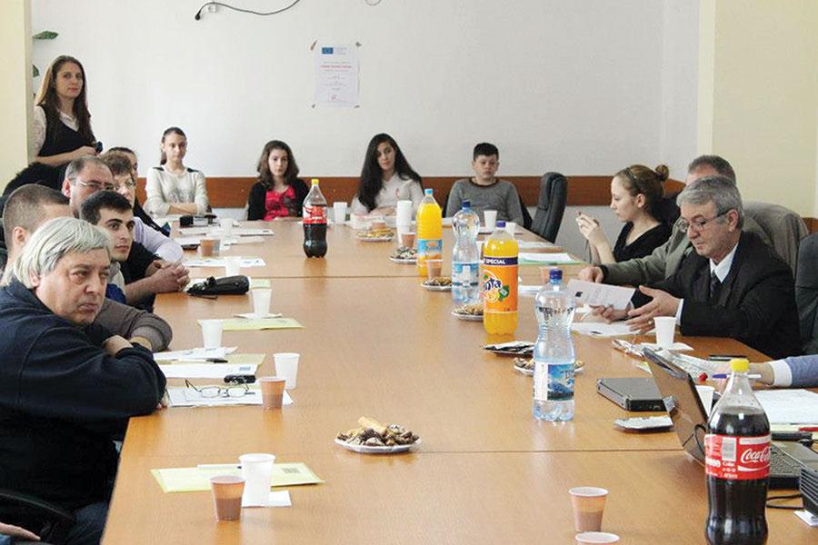 """Vineri, 1 Martie, a avut loc, la sediul Primăriei orașului Rovinari, conferinţa de lansare a proiectului """"Tineri pentru viitor!"""""""