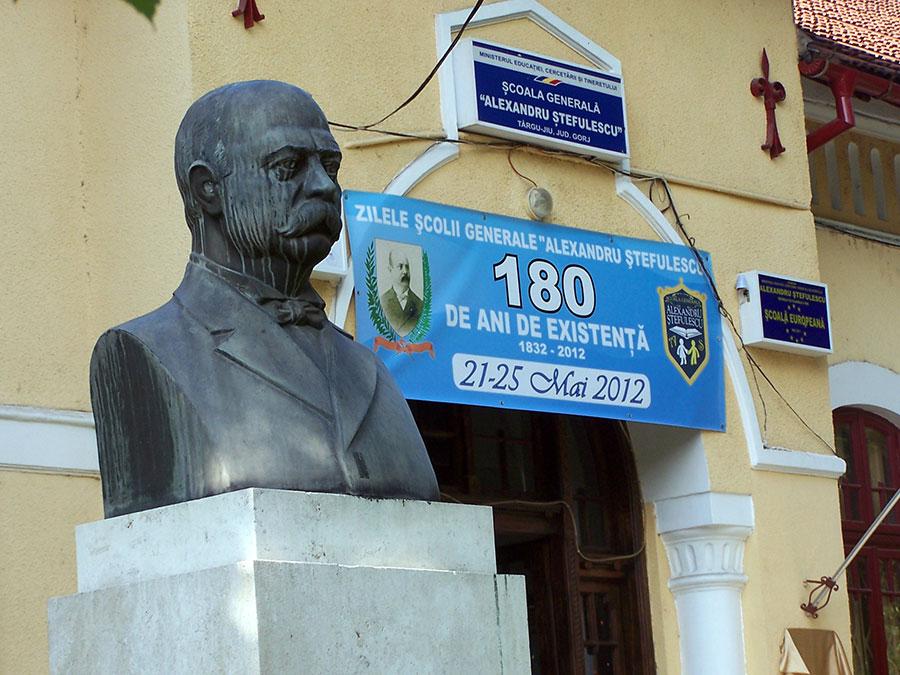 Şcoala cu cele mai multe proiecte europene din Gorj a împlinit 180 de ani în 2012