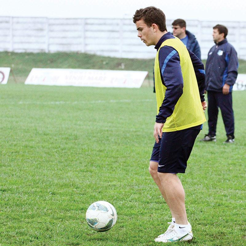 Dacă în urmă cu 3 ani evolua în Liga a IV-a, la CS Rucăr, acum Dan Nistor a ajuns să fie monitorizat în tricoul Pandurilor de echipe din Franţa şi Spania.