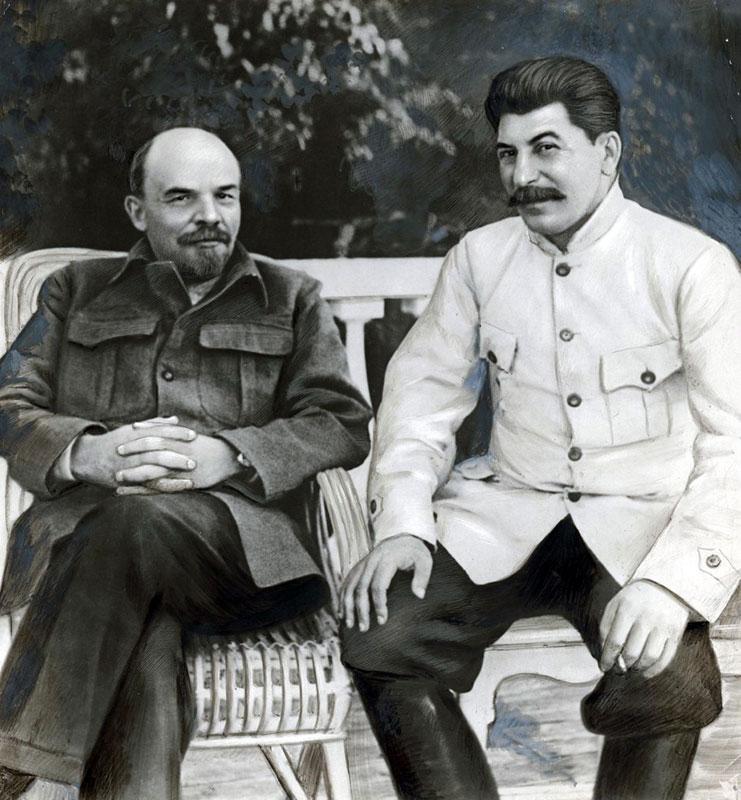 Pentru a evidenţia rolul presei în perioada comunistă, vă prezentăm o fotografie cu Lenin şi Stalin care nu a existat în realitate