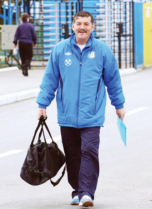 Chiar şi acum, la 56 de ani, Doru Mihuţ îşi petrece timpul aproape de terenul de fotbal.