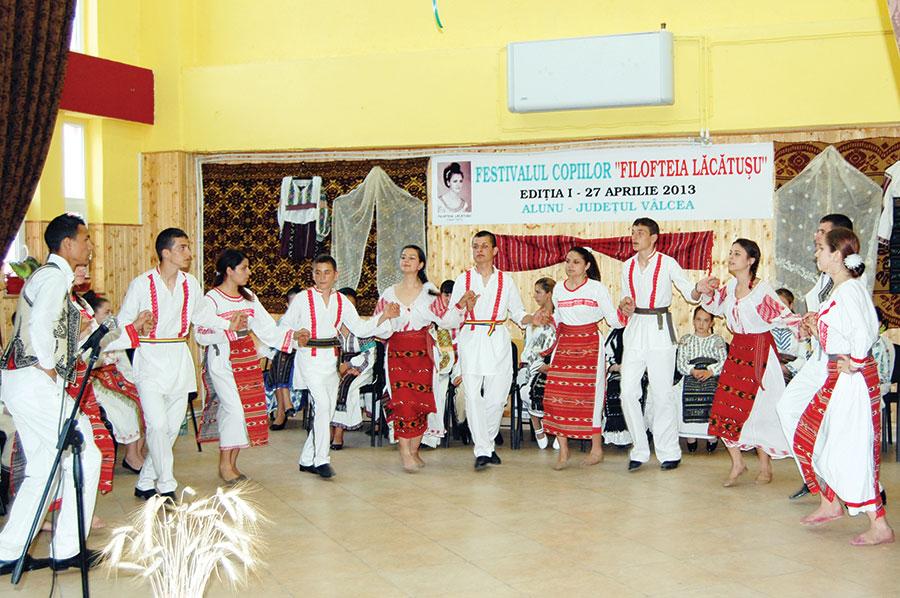 Festivalul a reunit pe scena sa concurenți din județele Gorj și Vâlcea