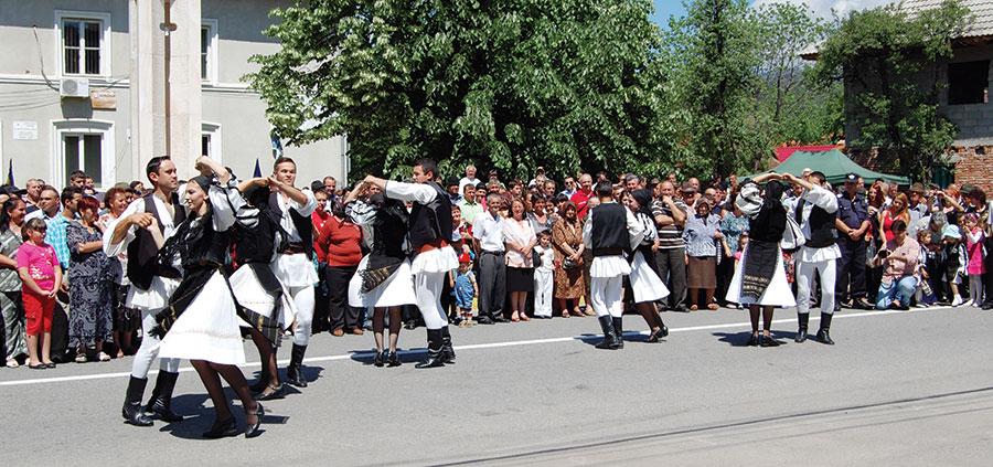 Ansamblurile folclorice au prezentat la Novaci programe care i-au încântat pe privitori