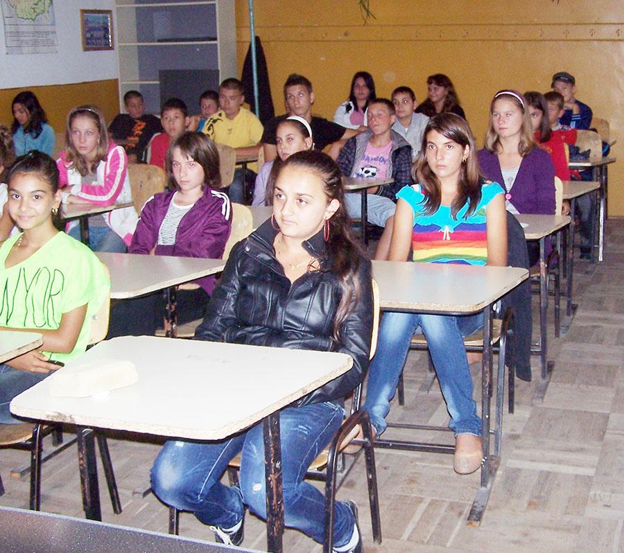 Absolvenţii de gimnaziu susţin primul examen dificil din viaţa lor