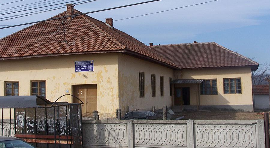 Actuala şcoală din Tălpăşeşti este construită cu circa o jumătate de veac în urmă