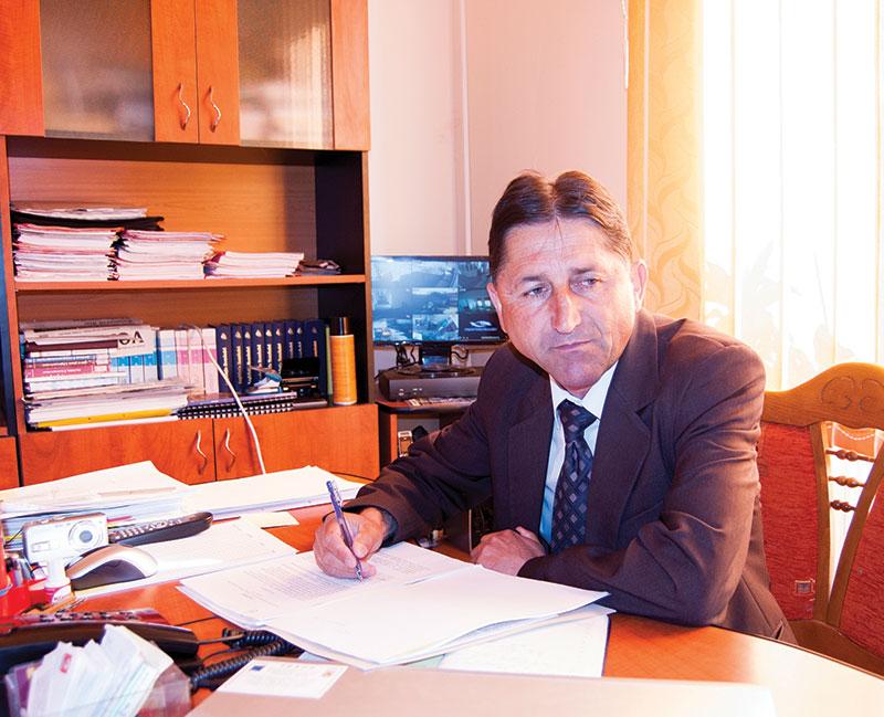 """Primarul de Stănești """"a găsit ac de cojocul"""" celor care nu-și plătesc amenzile și a celor care poluează"""