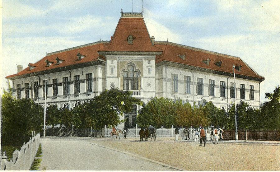 Clădirea Gimnaziului Real a fost ridicată în chiar centrul Târgu-Jiului de atunci