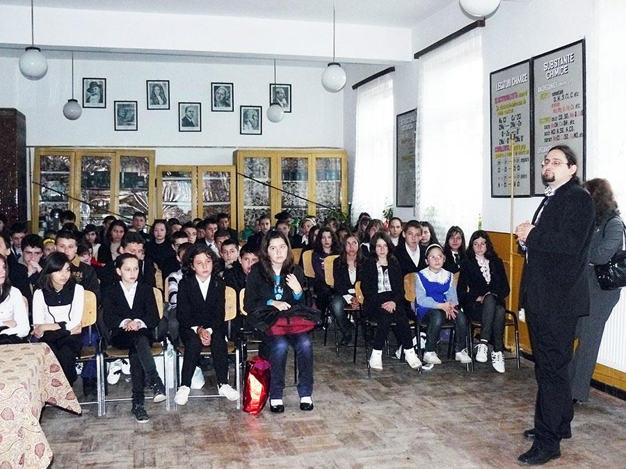 """""""Europa, casa noastră"""" familiarizează elevii cu tot ce înseamnă statutul României de după 2007"""