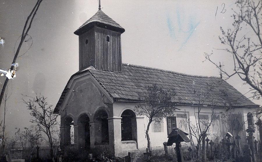 Sătenii din Ceauru se botezau şi sfârşeau în biserica veche din sat