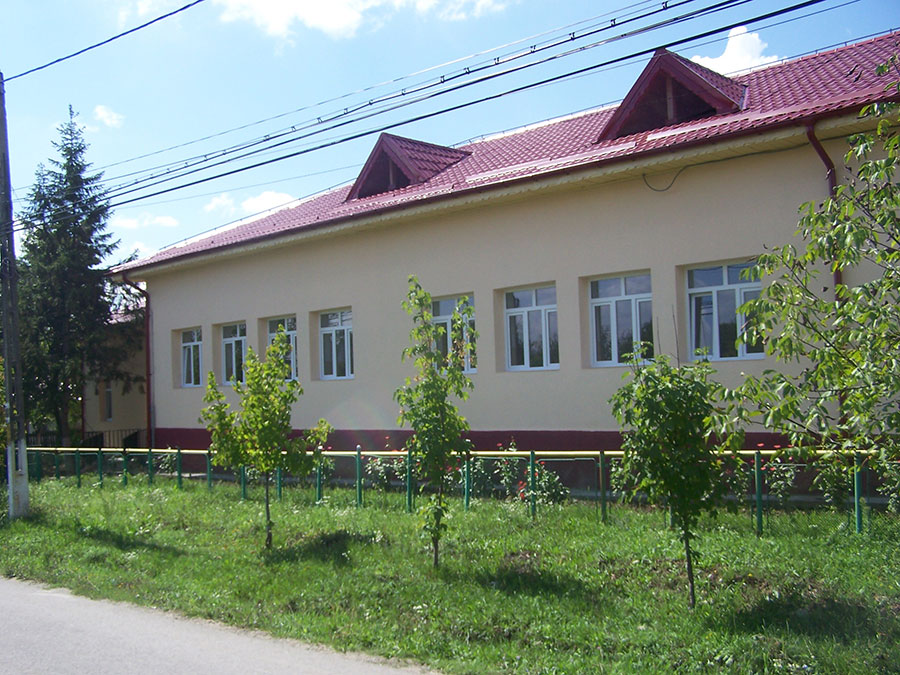 Cu prilejul vizitei la Băleşti, oaspeţii din Europa vor participa la inaugurarea Şcolii din Băleşti, reabilitată cu fonduri europene