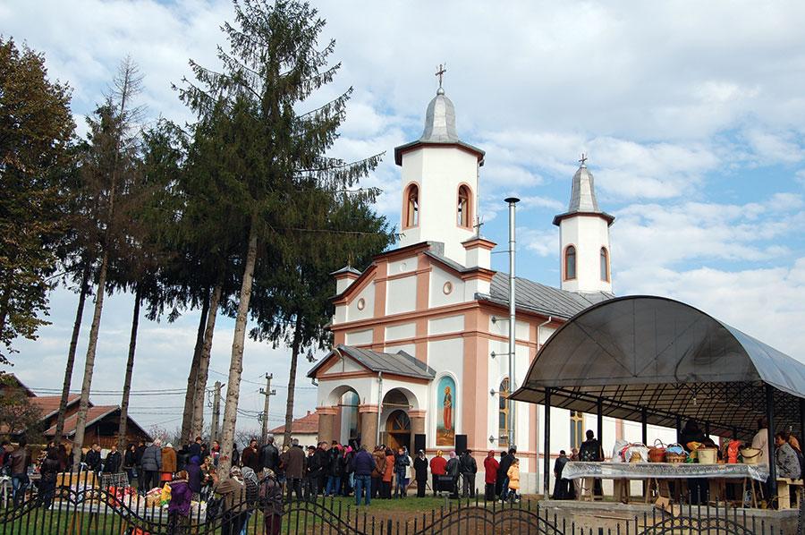 Biserica din satul Dănești a fost resfințită, după reabilitare