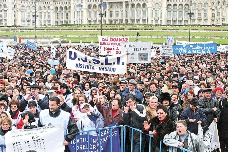 În 6 noiembrie 2013, cadrele didactice ies în stradă pentru un miting uriaş în Bucureşti