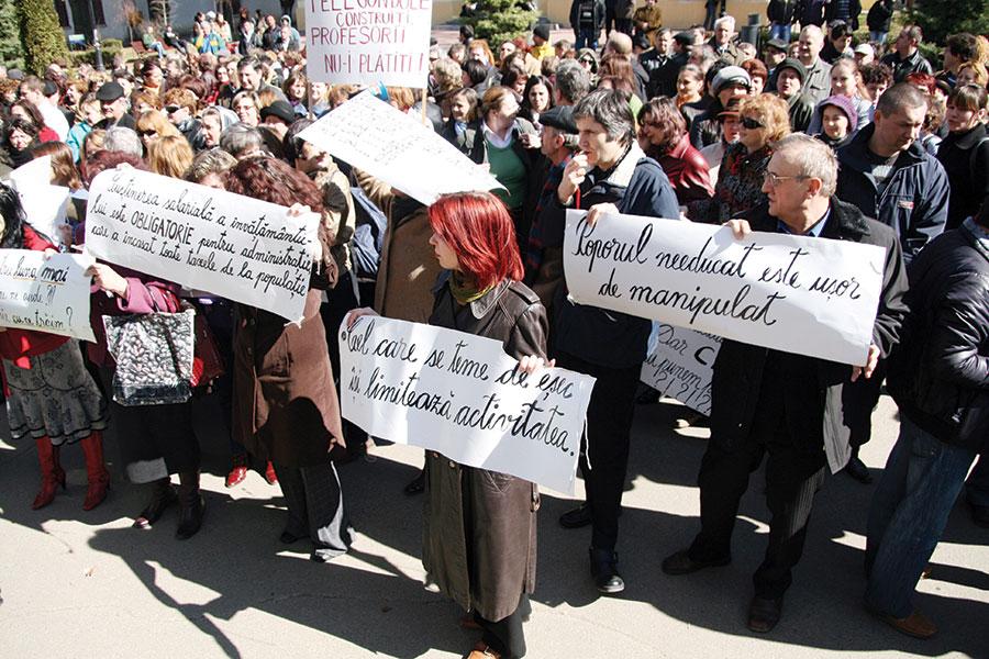 Cadrele didactice ar putea să protesteze în ianuarie 2014