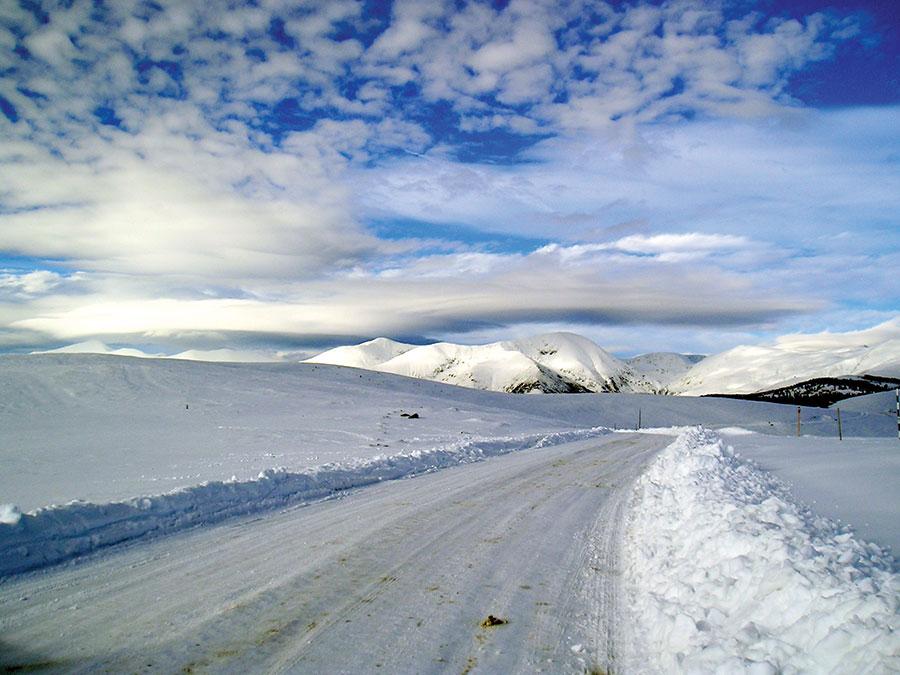 Salvamontiștii gorjeni avertizează popolația să nu se aventureze pe Transalpina în sezonul rece