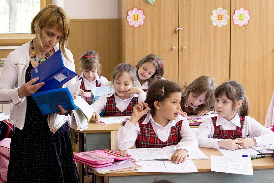 Elevii de învăţământ primar şi gimnaziu vor da piept cu primele evaluări naţionale