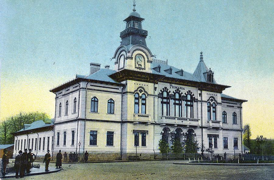 În perioada interbelică, sediul administrativ al judeţului găsea în această clădire