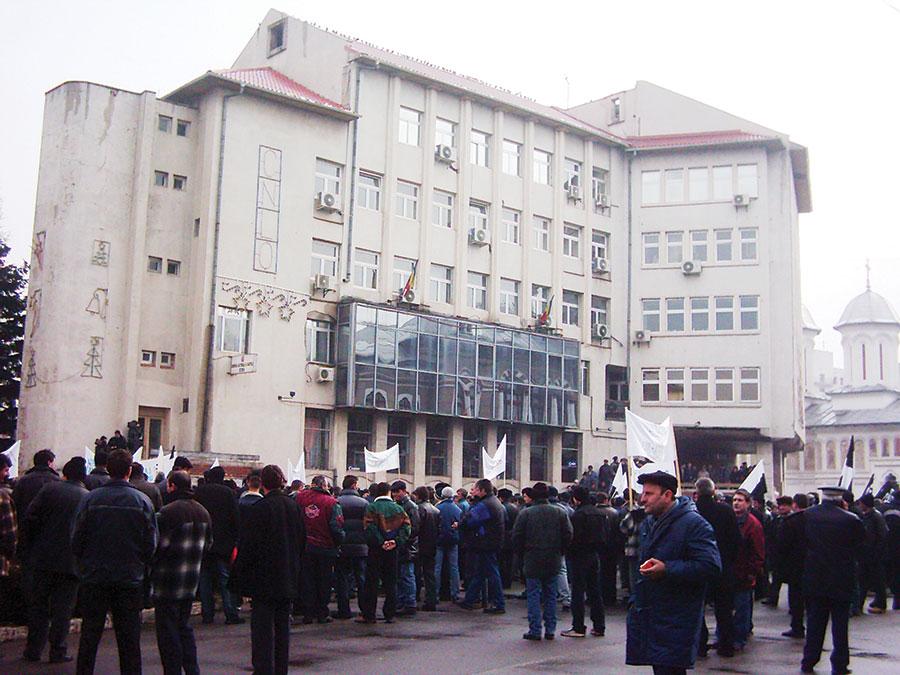 Protestul sindicaliștilor nu i-a impresionat pe membrii administrației