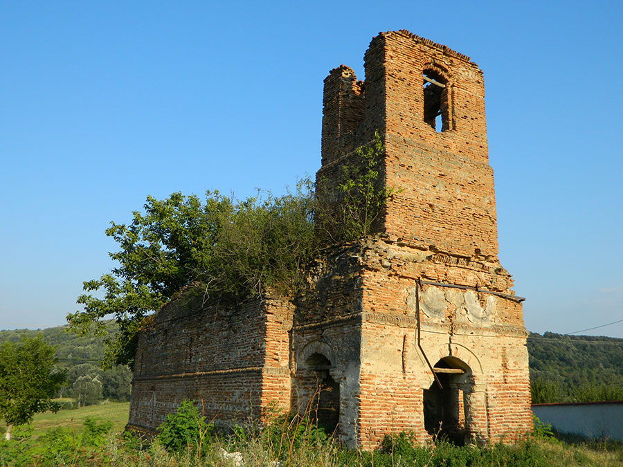 Biserica din Bălăneşti nu a rămas decât în atenţia presei locale, autorităţile nu fac nimic