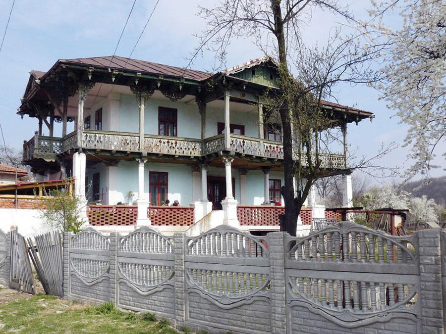 Deşi este foarte cunoscut, Dincă Schileru nu beneficiază în Gorjul natal de un muzeu, casa proprie ar putea fi o variantă