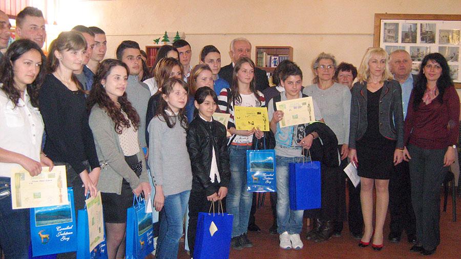 Ion Călinoiu, preşedintele Consiliului Judeţean Gorj, a ţinut să fie aproape de elevii şi profesorii din Peştişani