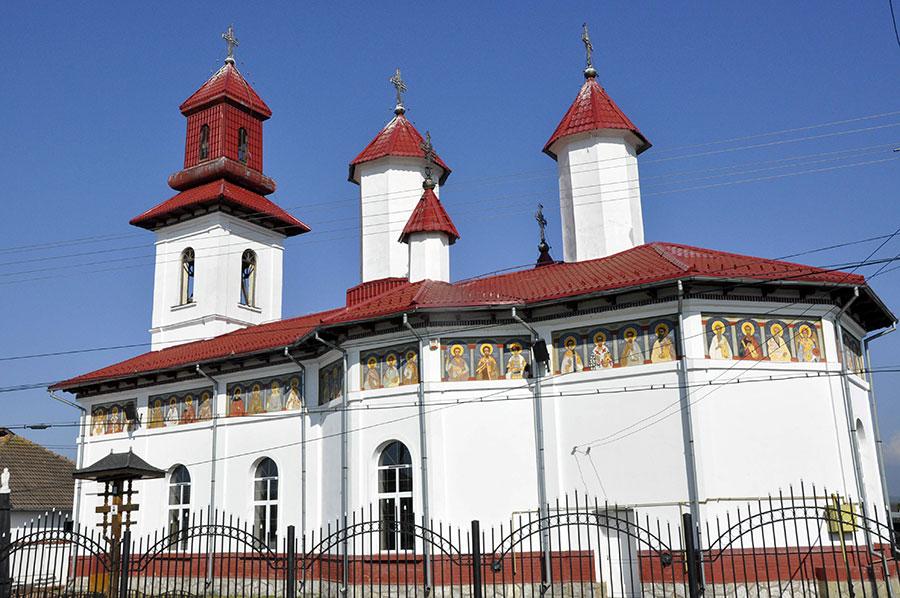 Satul Tămăşeşti are acum una dintre cele mai moderne biserici din judeţ prin eforturi particulare