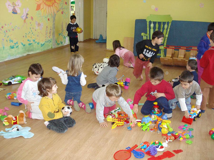 Grădinița devine obligatorie pentru copiii de 5 ani