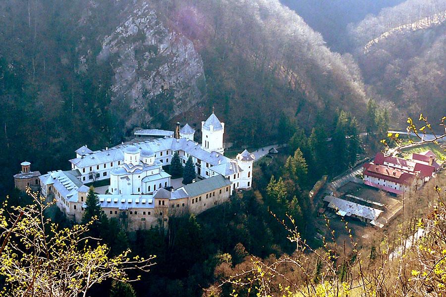 De veacuri, Mânăstirea Tismana stă de strajă locurilor