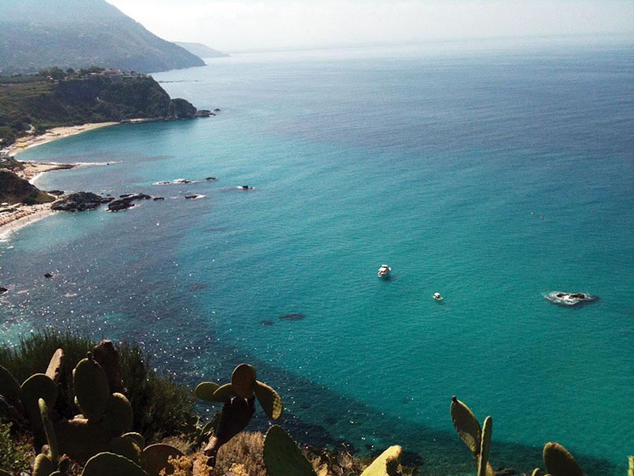 Elevii s-au bucurat și de o minivacanță pe plajele italiene, îmbinând utilul cu plăcutul