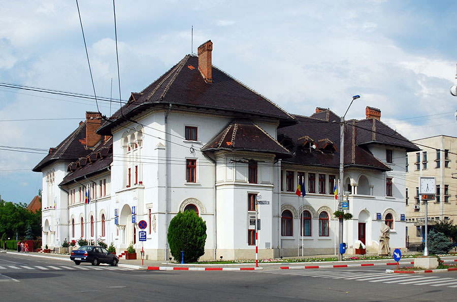 Primăria Târgu-Jiu a găsit banii pentru solicitările şcolilor