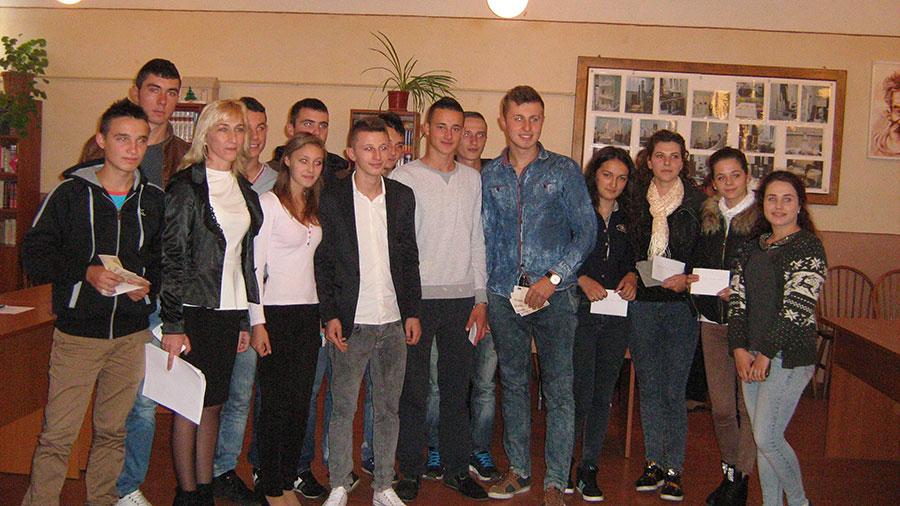Elevii din Peştişani au ocazia de a studia în alte ţări