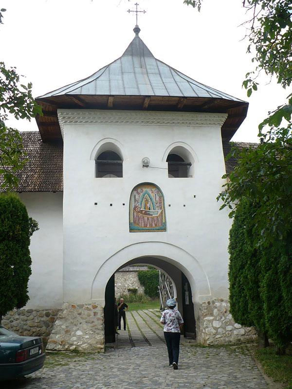 În timpul stăpânirii austriece (1718-1739), mânăstirea Polovragi a fost o cazarmă a trupelor de ocupație