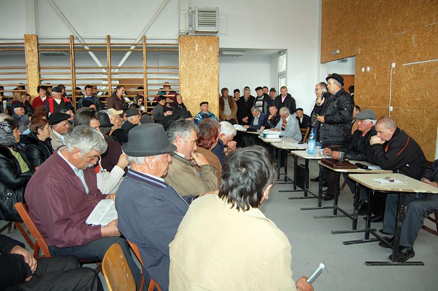 Peste 200 de membri ai As. Obștea ARC au făcut intervenție în favoarea asociației și împotriva lui Marius Albă