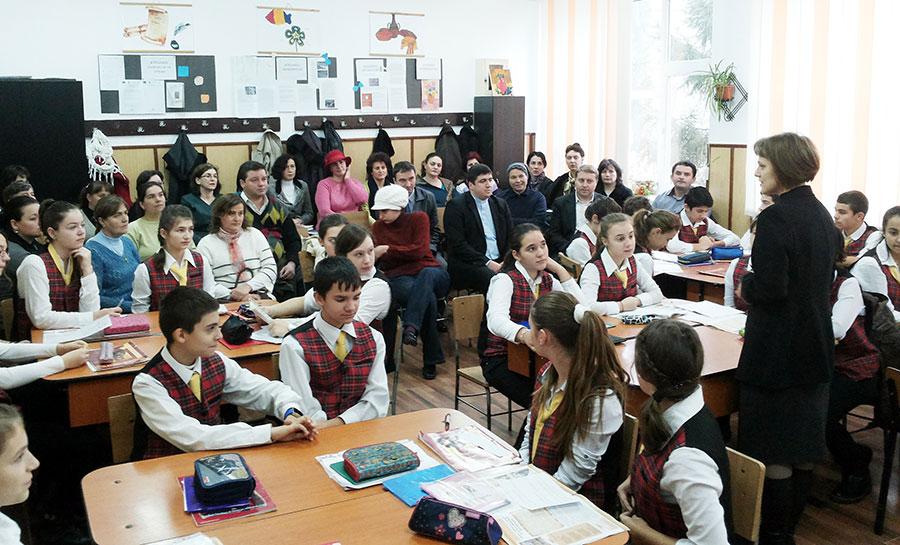 Religia se predă acum obligatoriu în şcolile din România