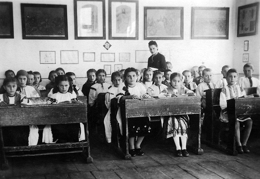 Învăţământul mixt a avut de aşteptat la Târgu-Jiu