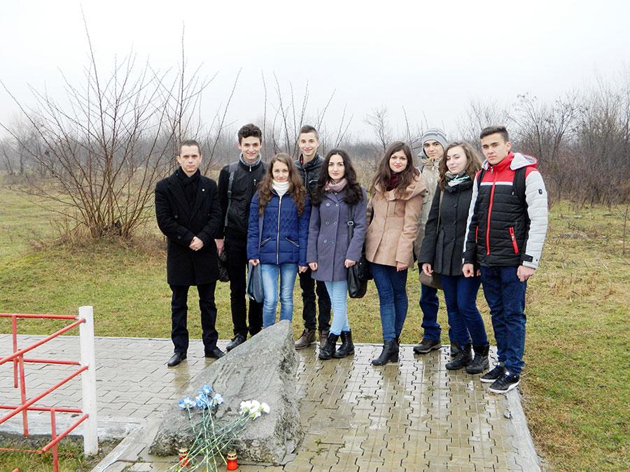 Elevii de la CNET au marcat Ziua Internaţională de Comemorare a Holocaustului