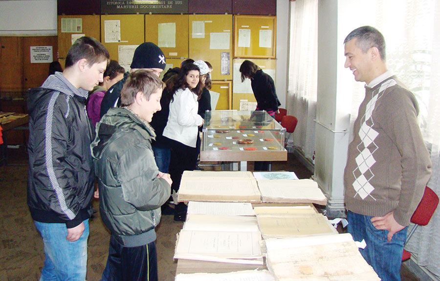 Lucrătorii din arhivele gorjene așteaptă elevii în vizită cu fiecare ocazie