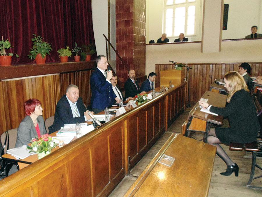 Ministrul Educației a anunțat la Târgu-Jiu multe vești bune pentru profesori