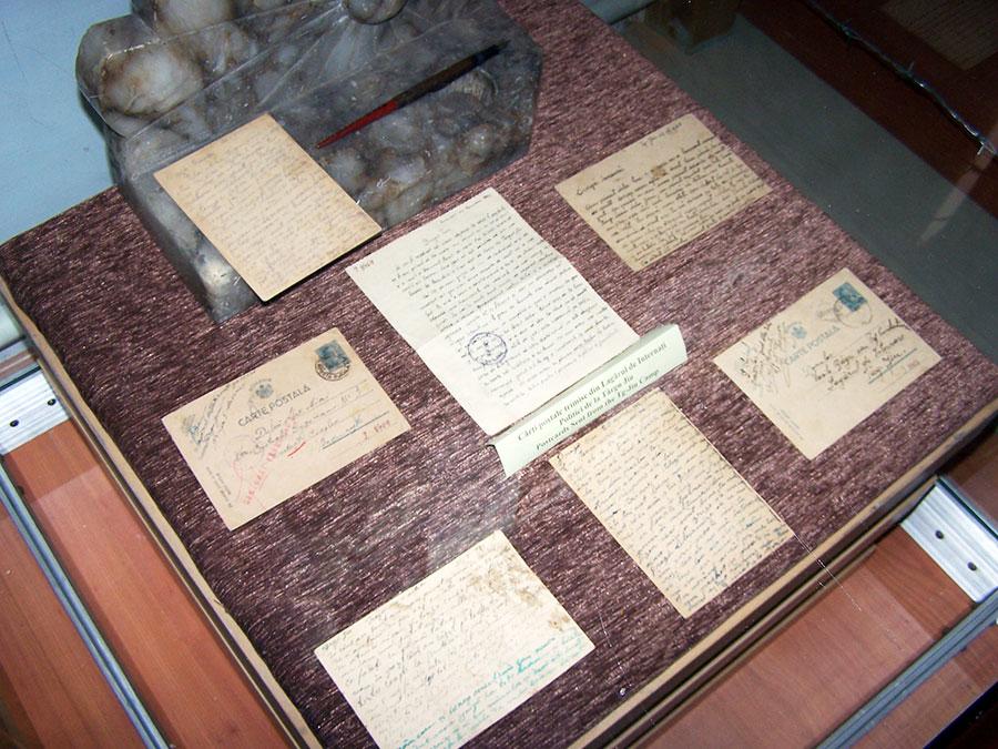 Din Lagărul de la Târgu Jiu s-au păstrat scrisori trimise celor dragi de acasă