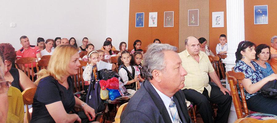 Sala Muzeului Județean Gorj a fost neîncăpătoare pentru mulțimea de elevi și profesori veniți la manifestări