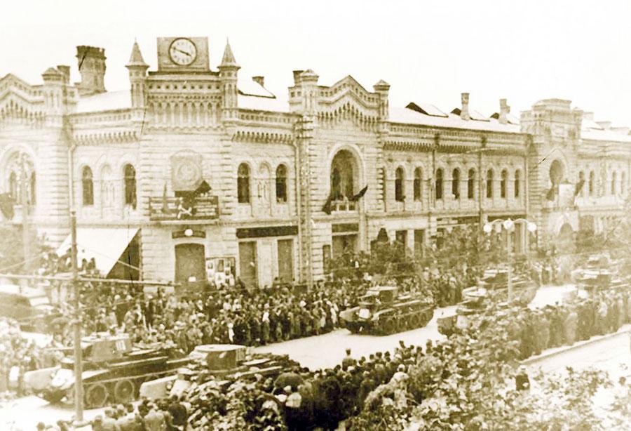 La începutul lunii iulie 1940, trupele sovietice intrau în Chișinău