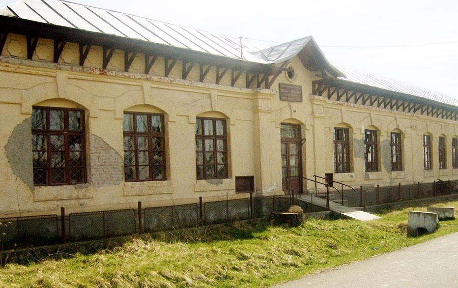 """""""Tribuna"""" şi-a avut sediul în localul vechii şcoli din Corneşti"""