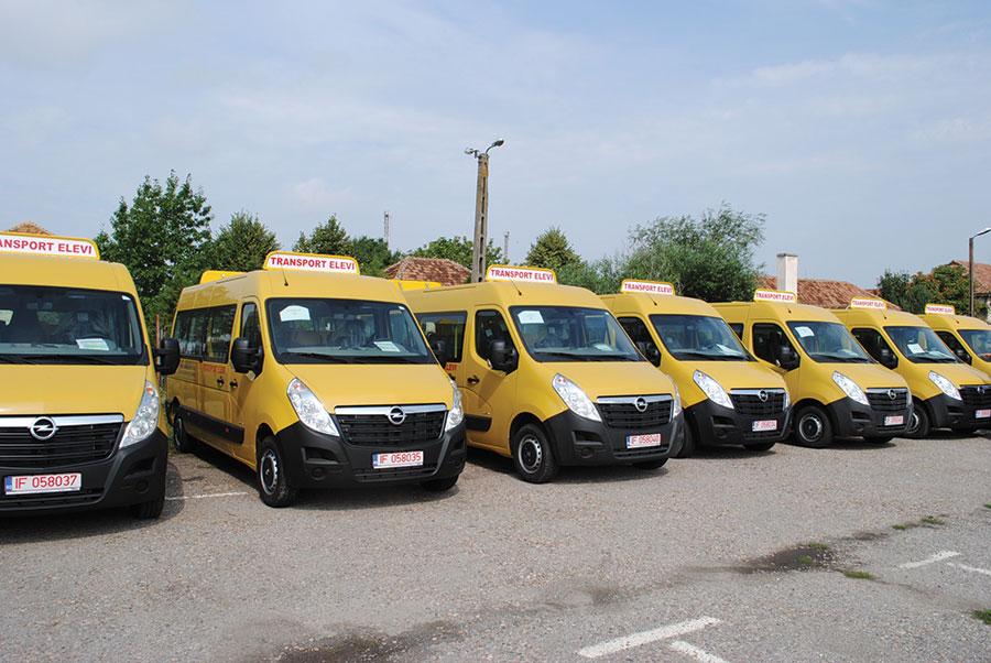 Elevii din Gorj vor beneficia din această toamnă de peste 50 microbuze moderne primite în ultimii ani