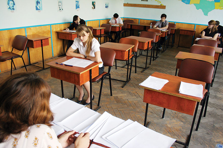 Absolvenții de liceu vor înfrunta și canicula în 2016, nu doar probele de examen