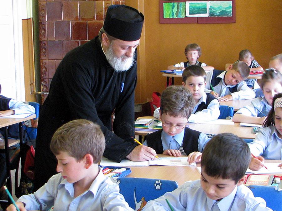 Profesorii de religie și preoții vor preda în continuare această disciplină în școlile gorjene